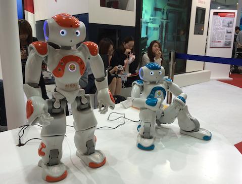 上交会:机器人也拼颜值 --陆家嘴金融网